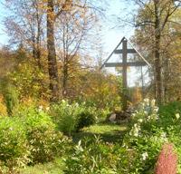 Поклонный крест на месте первого захоронения Варнавы Ветлужского