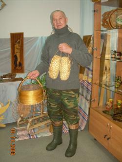 Мастер лапотник А.В. Кузнецов